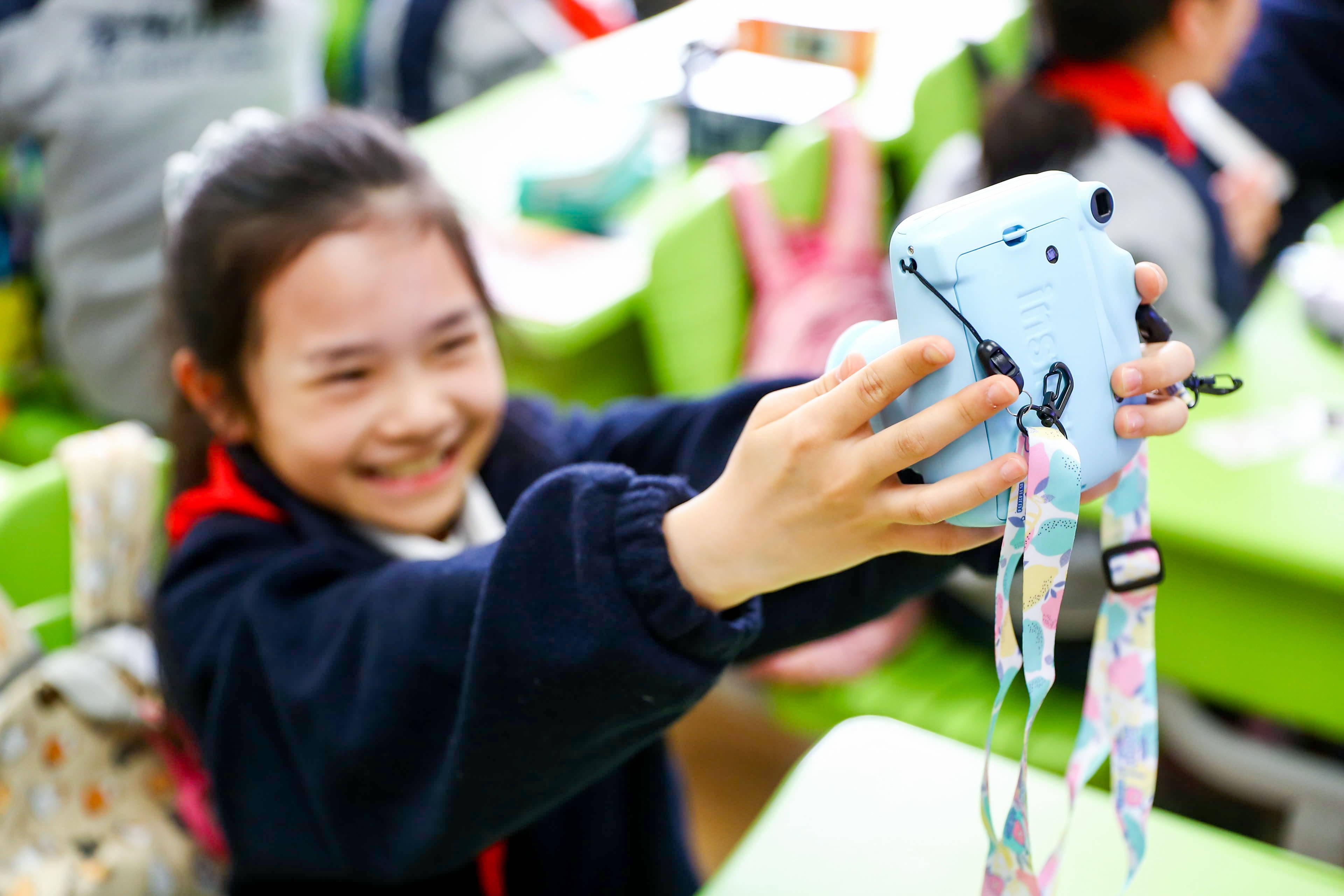 摄影课程全面升级 富士instax教育X爱菊小学摄影体验基地正式开课