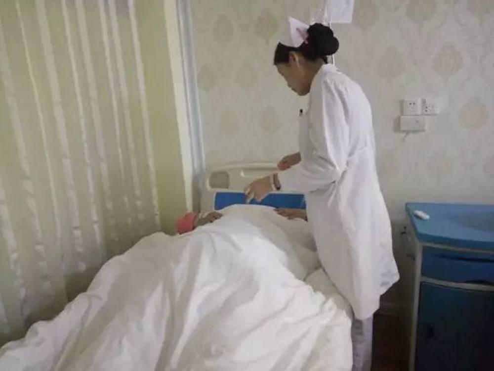 """""""让你准备刀纸,为啥拿卫生纸"""",产妇分娩后方知,区别真不少"""