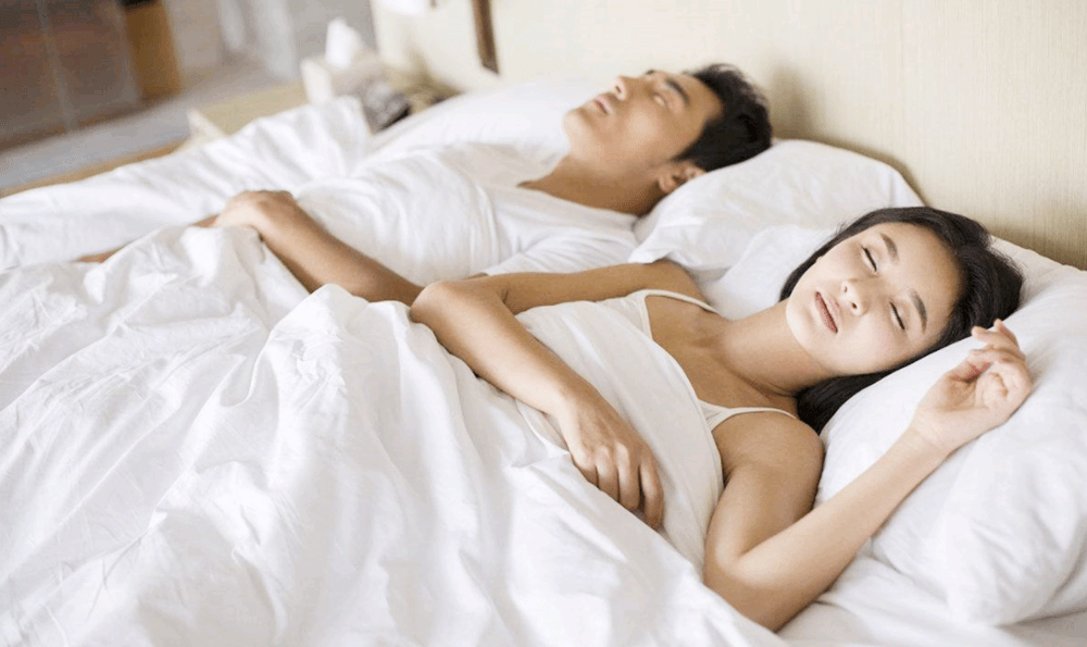 怀孕后就要跟老公分开睡?准爸在三方面多注意,不分开睡感情更佳