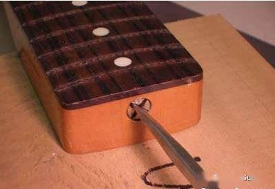 调节琴颈的原理图_吉他琴颈钢筋调节原理