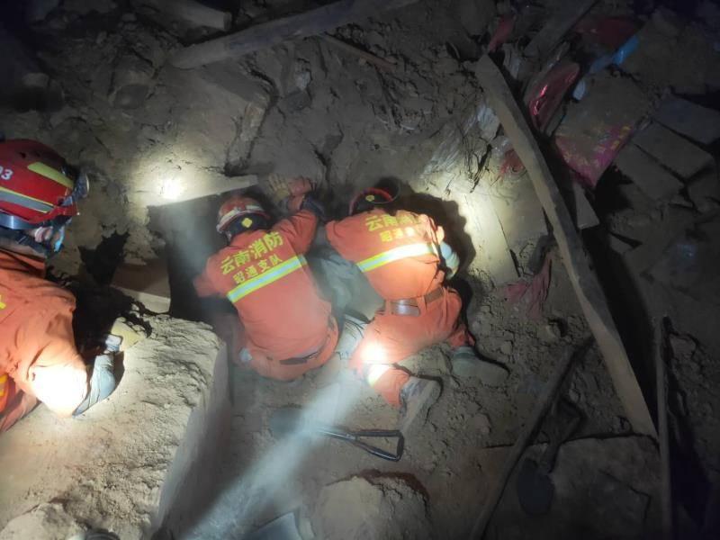 云南巧家县地震致4死24伤,消防拆除80余间危房排险