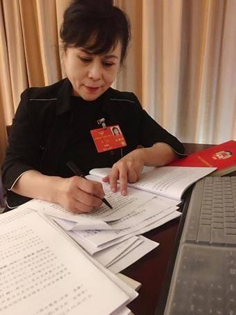李瑛委员:完善外卖食品行业管理 倡导餐桌文明