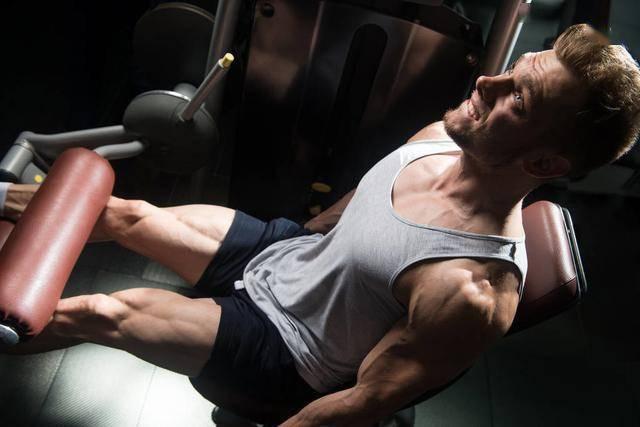练腿才是真男人!一组练腿动作,有效促睾、强壮下肢