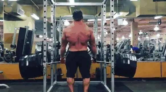 1米78同时208斤,听上去很胖?可他是健身圈里的一个传说!
