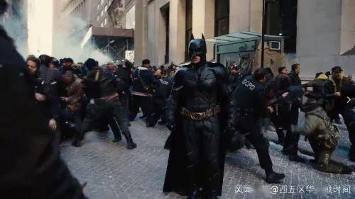 蝙蝠俠出現在美國抗議現場,有哥譚市內味了