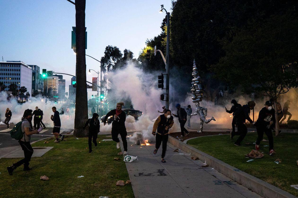 """吸血鬼日记结局美""""黑人之死""""示威恐引发恶性循环:点燃新的病毒传播链"""