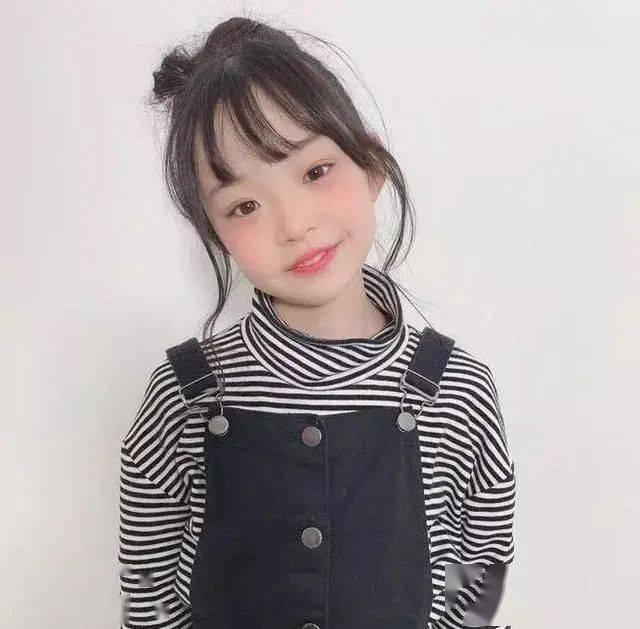 Mini版时尚博主|化妆技术不输大人,衣品也是一流!