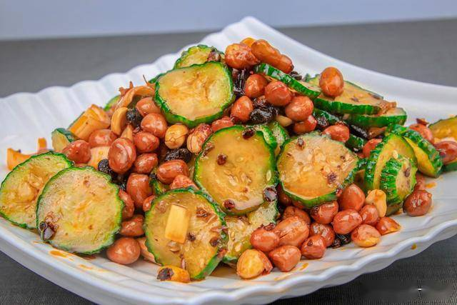 超简单凉拌味道小脆瓜的方法,拌出的黄瓜香脆爽口,开胃下饭