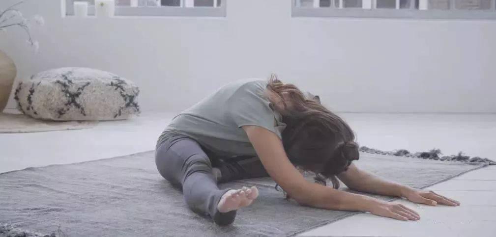 初学瑜伽,这套简单的阴瑜伽最适合了! 减肥窍门 第3张
