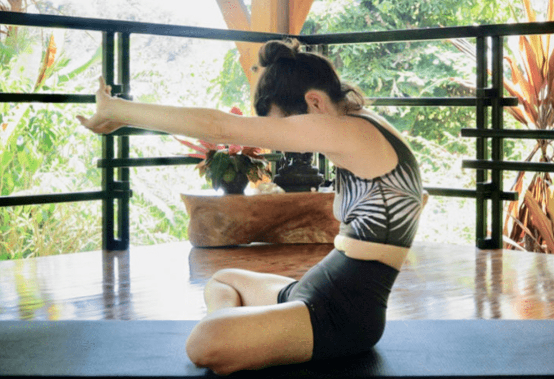 常练这8个瑜伽体式,灵活脊柱,让身体年轻10岁! 初级健身 第4张