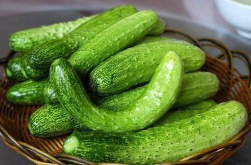 笔直的黄瓜都被喷了药,弯黄瓜才是天然蔬菜?其实都没有问题 减肥误区 第1张
