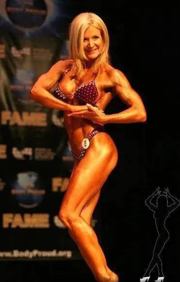 她48岁开始健身,64岁时身材如20岁少女,撸铁16年! 中级健身 第22张