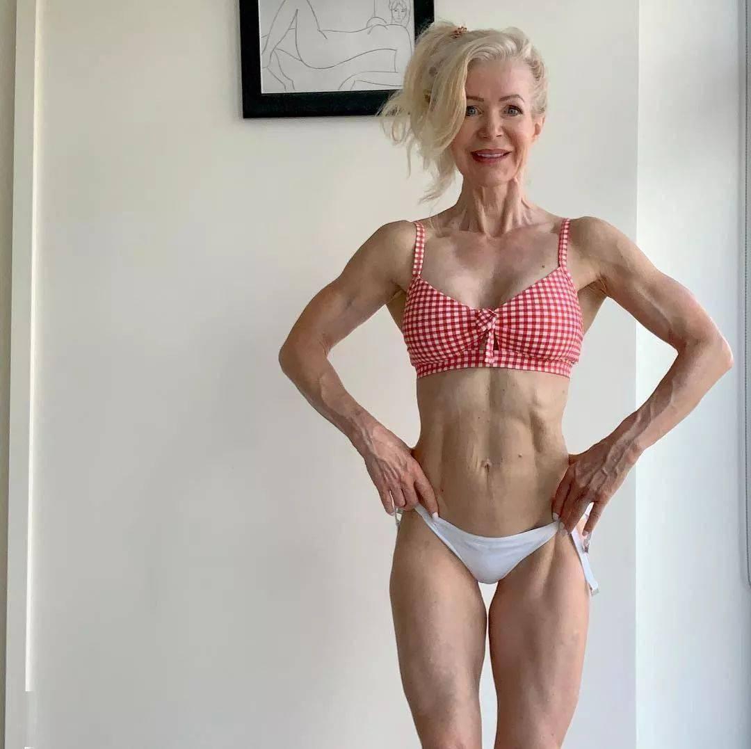 她48岁开始健身,64岁时身材如20岁少女,撸铁16年! 中级健身 第1张