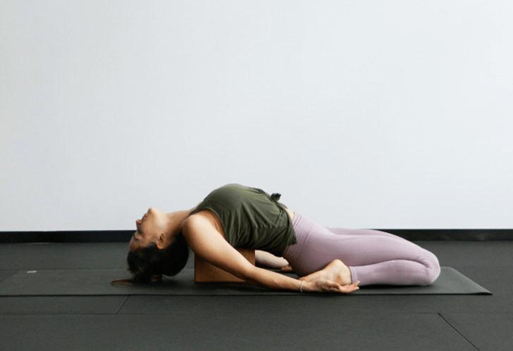 练瑜伽,没感觉?12个常见瑜伽体式,这样练超级有感觉! 减肥窍门 第14张