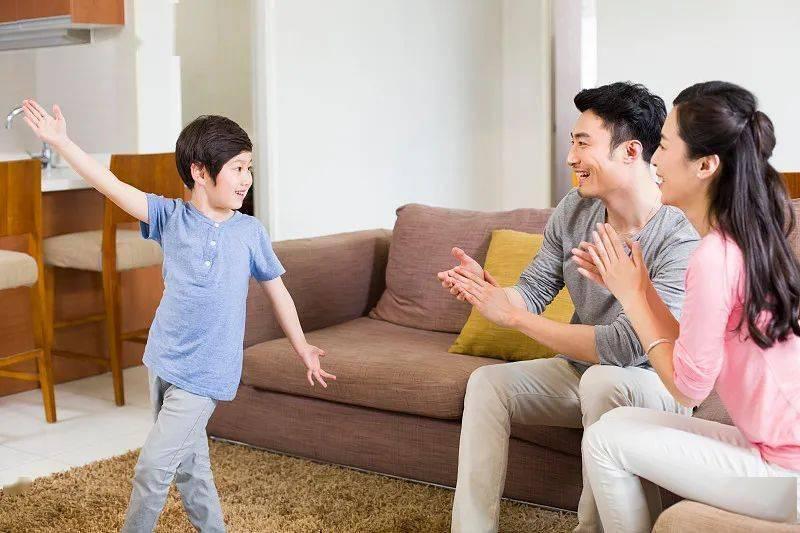 """3岁男孩竟然大面积脱发!这样给孩子施加压力""""毒性""""太强,损伤大脑!"""