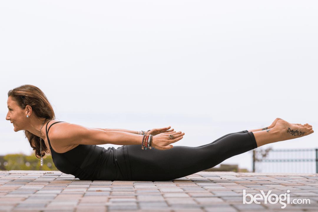 1个瑜伽体式每天练,增强核心改善体态,越练越优雅!_蝗虫 高级健身 第3张