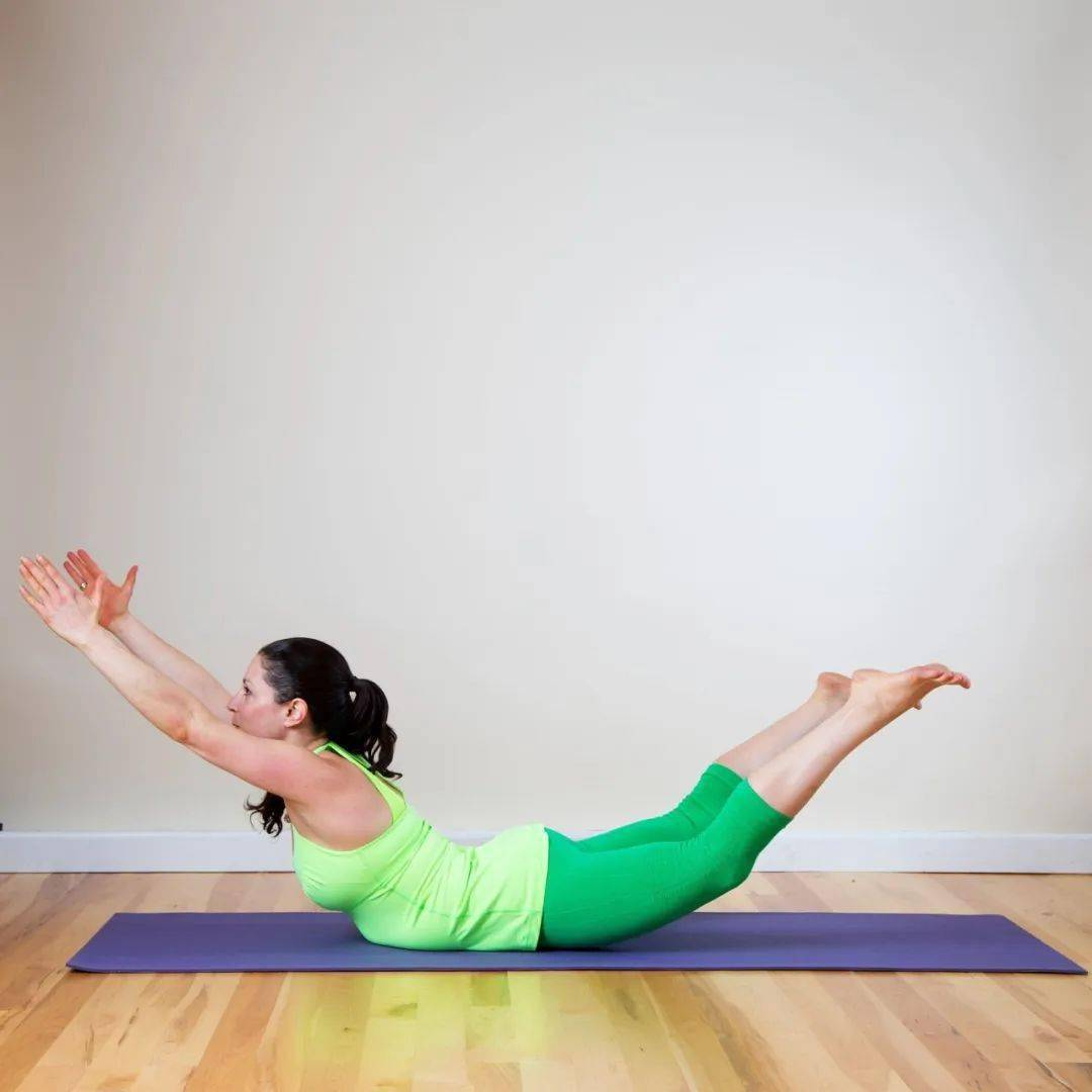 1个瑜伽体式每天练,增强核心改善体态,越练越优雅!_蝗虫 高级健身 第4张