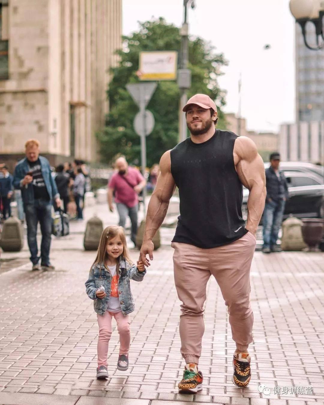 55cm臂围的肌肉硬汉,看了他的奶爸日常,我都想生娃了 初级健身 第28张