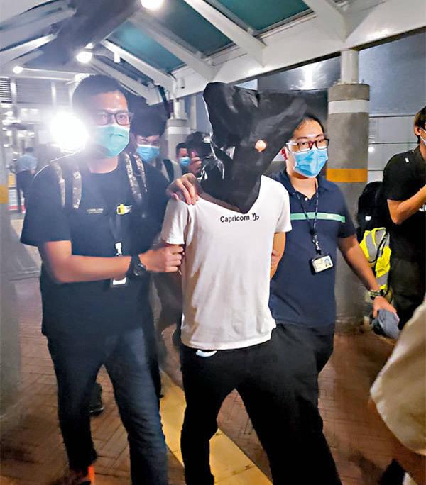 刺伤港警暴徒系港大毕业工程师,飞机起飞前10分钟被捕