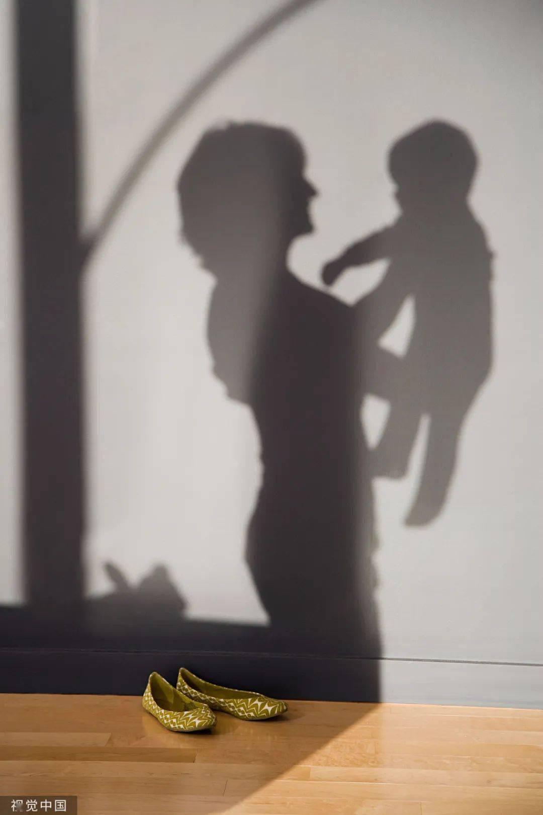 1岁女儿哭闹,妈妈竟将其捂死!倒插进水桶制造溺水假象