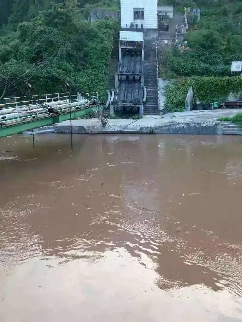 唐家沱码头油库做好准备迎接长江汛期