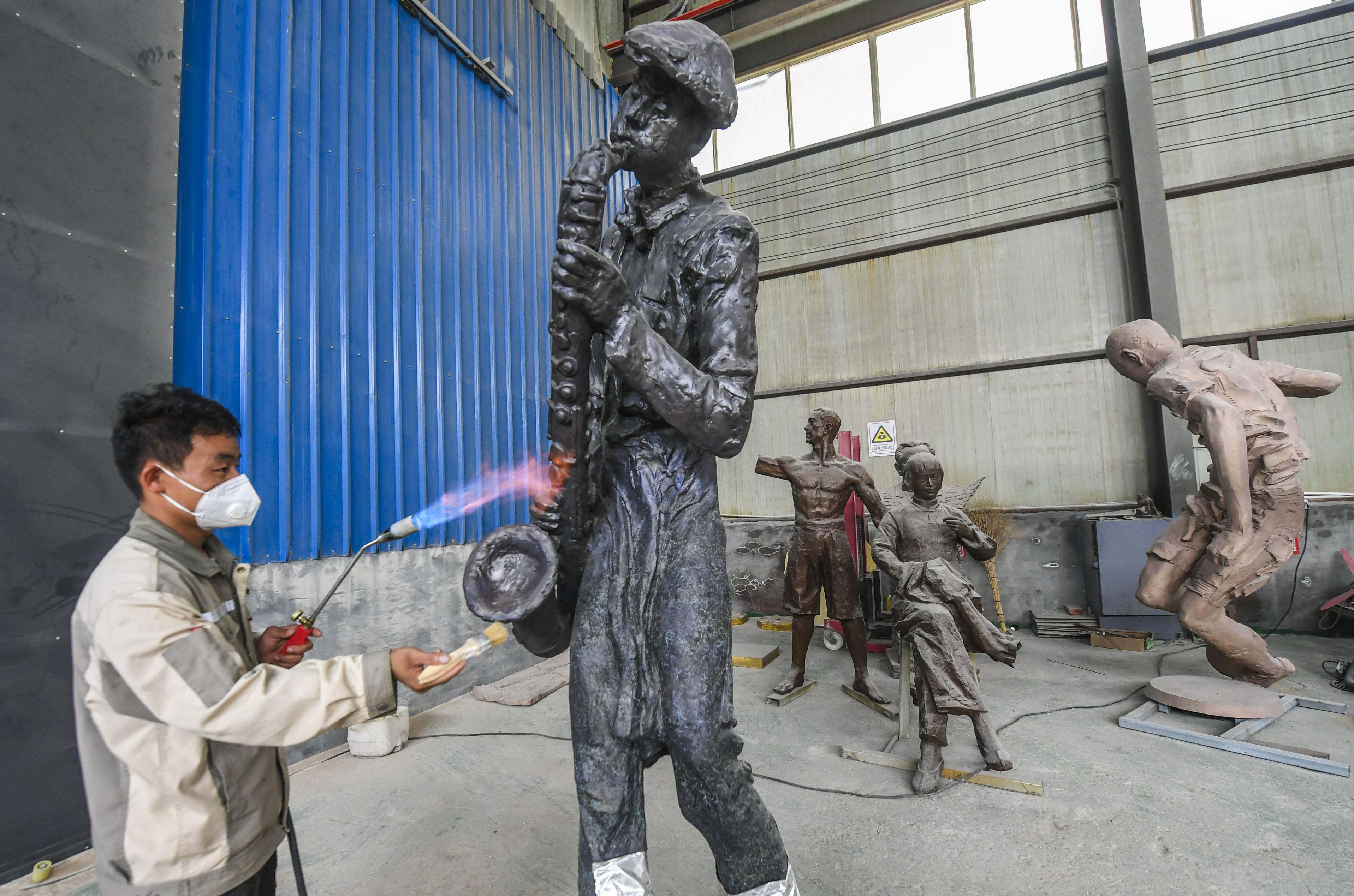河北饒陽︰青銅雕塑出口訂單生產忙
