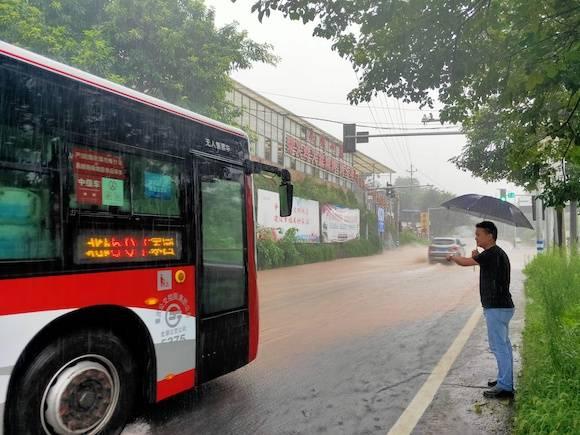连日暴雨造成北部公交部门公交线路停运 现已全部恢复