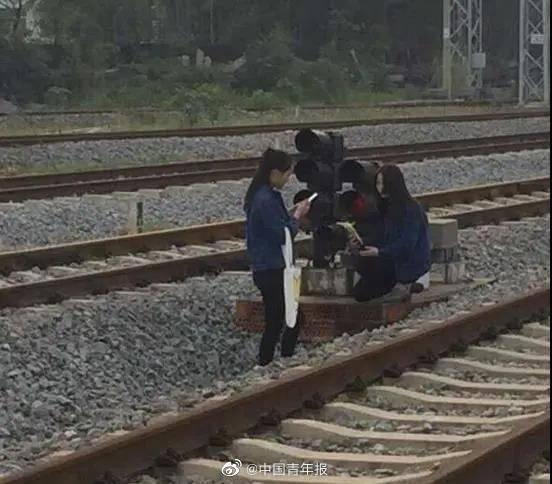 3个大学生逼停火车,原因让人无语!