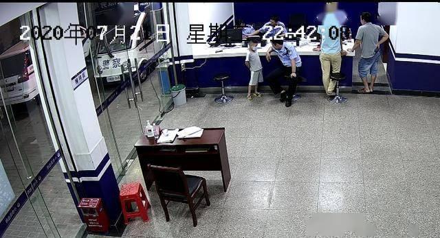 广东清远一5岁男孩到派出所自首,民警:洗个碗5毛钱,洗够4000元为止