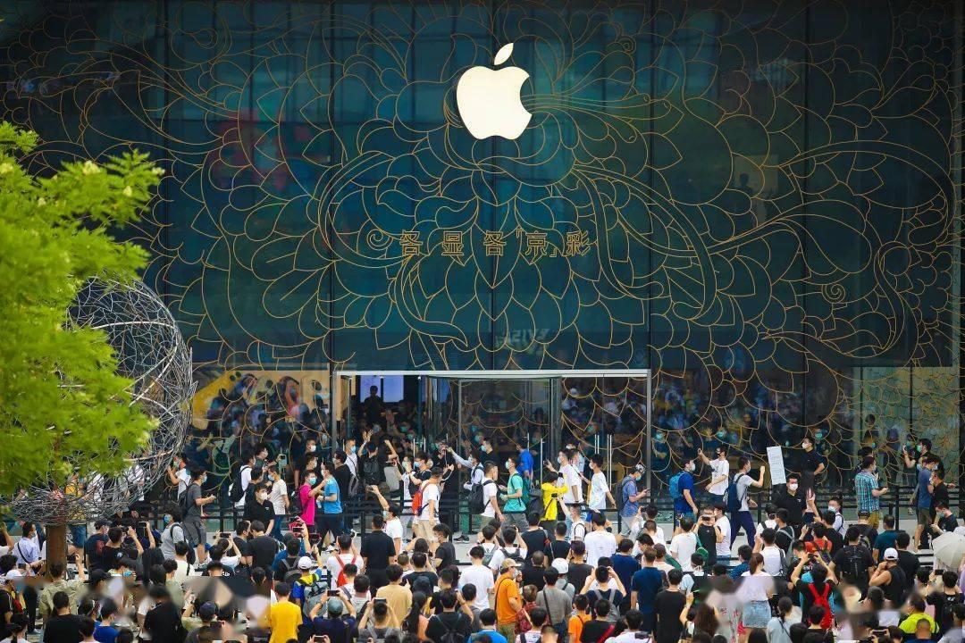 硬件火力猛、软件输出稳:苹果市值即将突破 18000 亿美金
