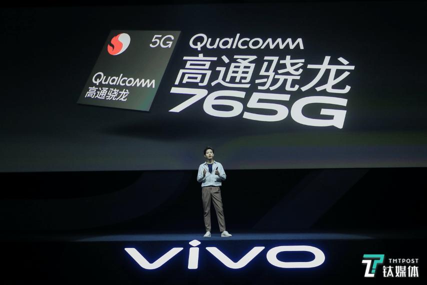 vivo发布新一代自拍旗舰:极致轻薄的机身+自动对焦前置双摄丨钛快讯