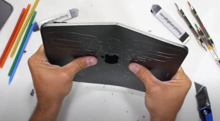 隻果2020款iPad Pro耐久性測試︰還是一掰就彎