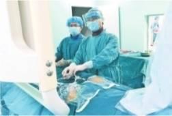 15岁男孩玩颅内静脉血栓。 少年三国志贫