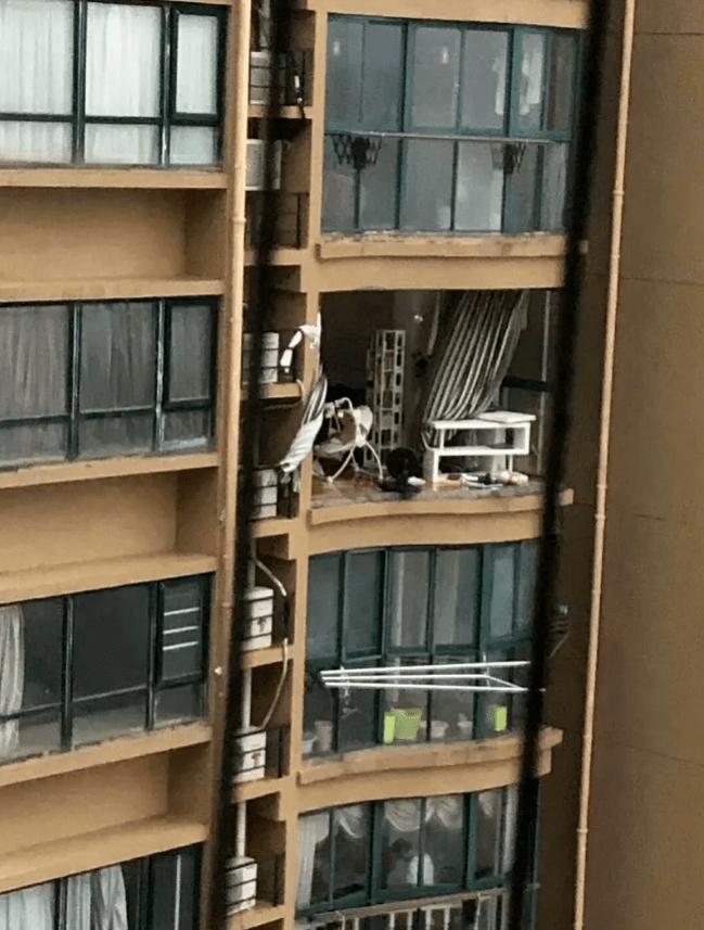 老人被台风吹下11楼坠亡,官方通报:住户自行改造阳台