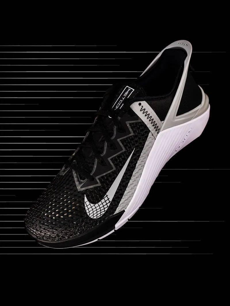 勒布朗送少年「特殊球鞋」,设计师道出真相,让人超感动!插图(27)