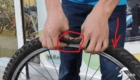 一个仇记了三四十年学生为报复老师竟偷偷扎他的车胎