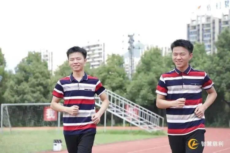 湖南双胞胎学霸,一个上清华一个上北大!父母做梦都笑醒了