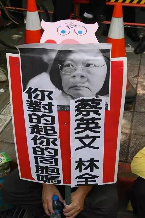 """民进党开放""""美猪""""""""美牛""""进口,激起民众怒火!"""