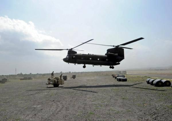 俄勒冈州野火肆虐美国重型消防直升机被