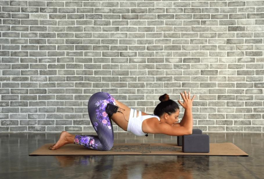 6个简单的变体瑜伽动作,深度开肩,超级有感觉!_手臂