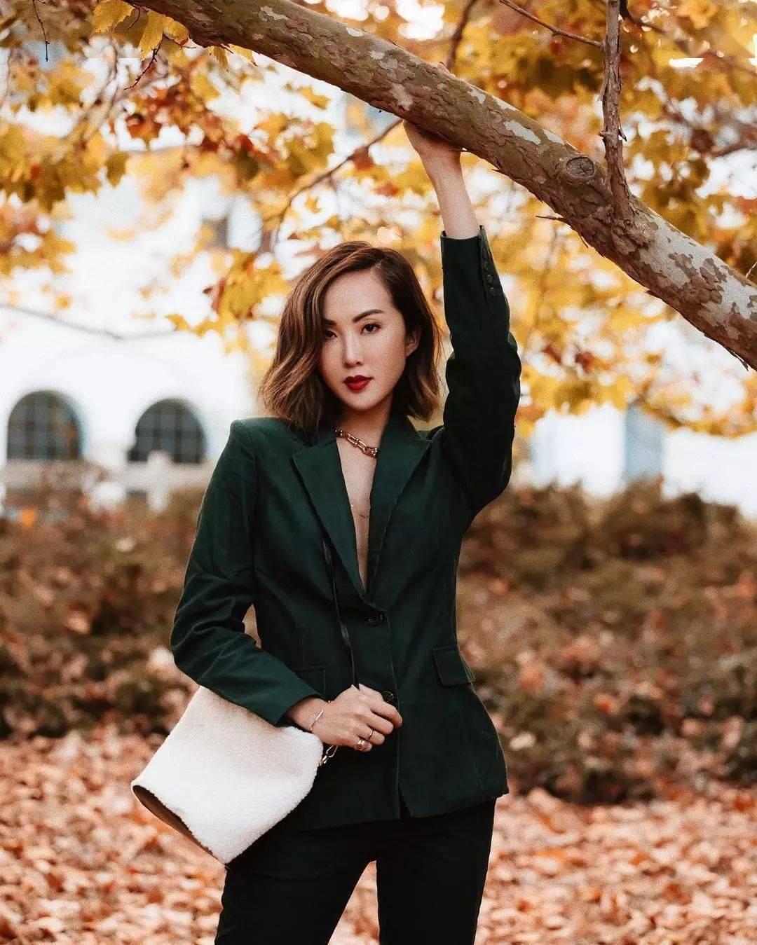 """秋天穿""""森林绿"""",气质又显白,早穿早美!"""
