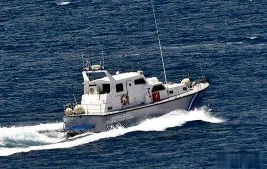 希腊爱琴海一艘难民船遭强风沉没 致4死 57人获救