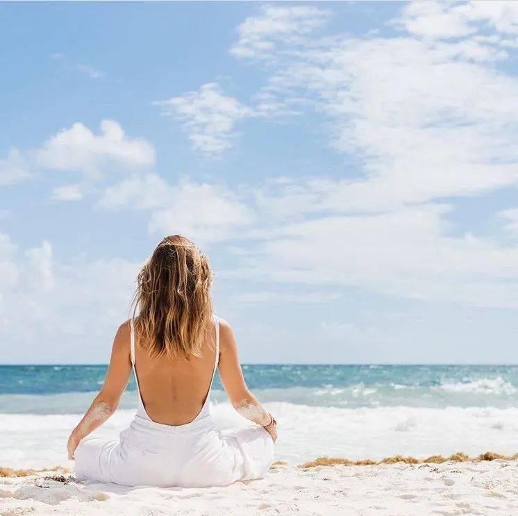 每日12个瑜伽动作,柔韧+力量,还你优雅体态