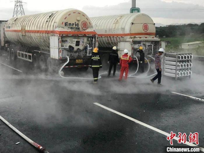 消防员6天6夜转运受揭阳苯酚泄漏污染水体约23万吨