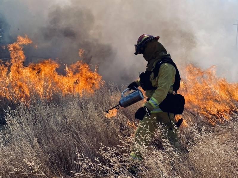 美国加州再迎热浪或加剧毁灭性山火,数万户居民将被断电防火