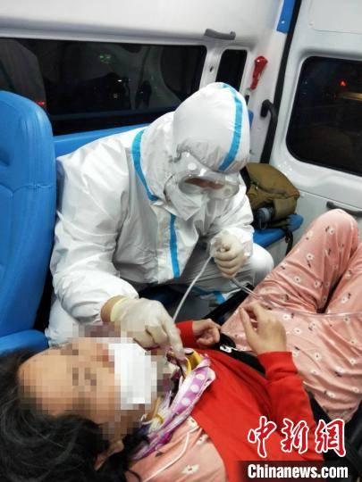 """中国患者""""返乡记"""":一场漂洋过海的人道主义救援"""