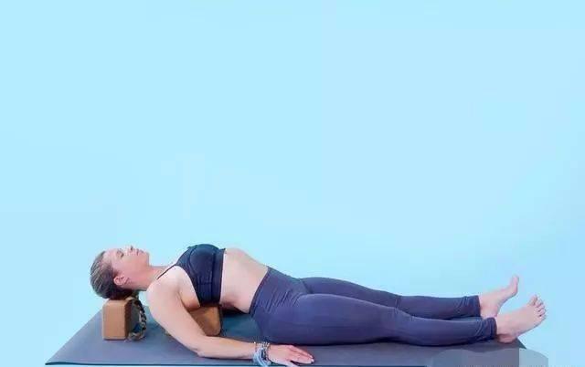 10个瑜伽动作纠正不良姿态,持之以恒,纤薄肩背,改善不良体态