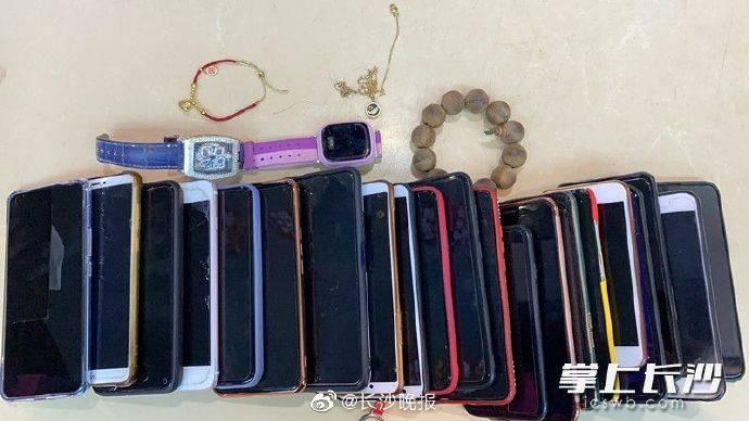 国庆期间捡获20多台手机,长沙一滑雪场急寻失主