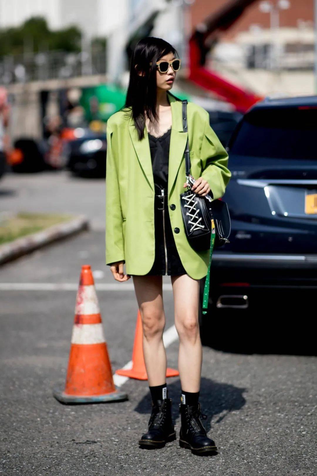 马丁靴+裙子,马丁靴+工装裤……又酷又撩,时髦炸了!     第69张