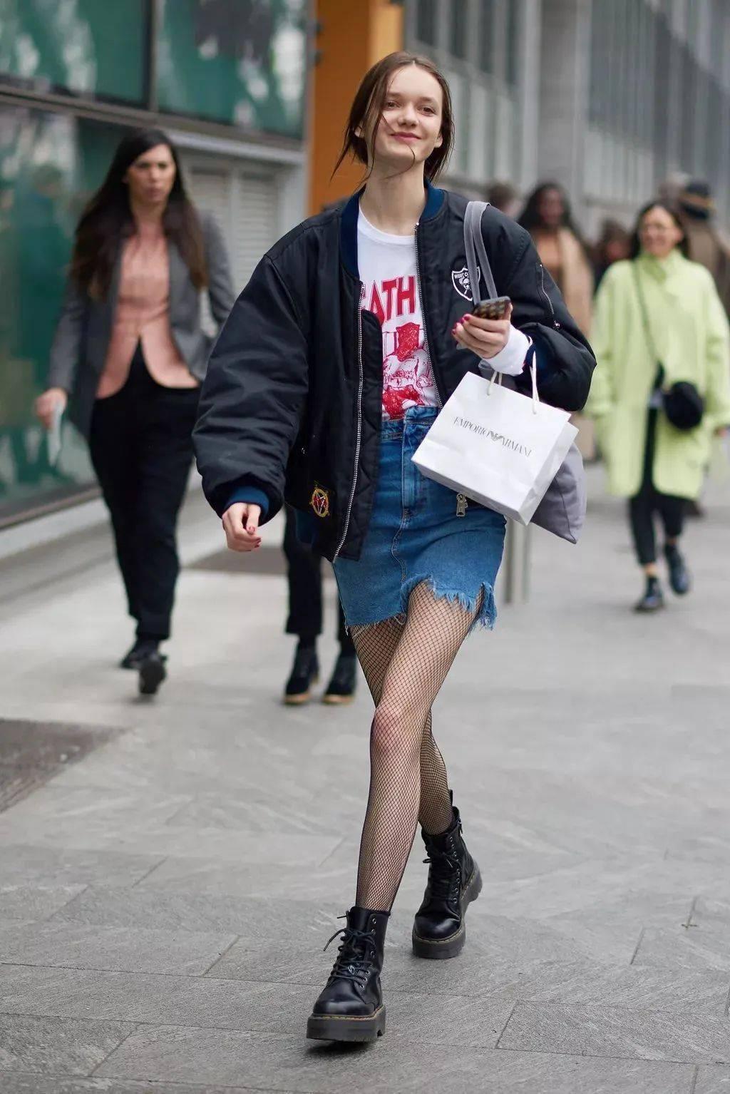 马丁靴+裙子,马丁靴+工装裤……又酷又撩,时髦炸了!     第70张